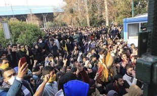 Le 30 décembre 2017, une manifestation à l'université de Téhéran. AP Photo.