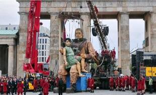 French theatre company Royal de Luxe celebrating German Reunification Day with two Giants meeting at famous landmark Brandenburg Gate (Brandenburger Tor). Berlin, Germany - 03.10.2009 Credit: WENN.com/dwp_giants_berlin_031009.giants_berlin_022_815/0910032203