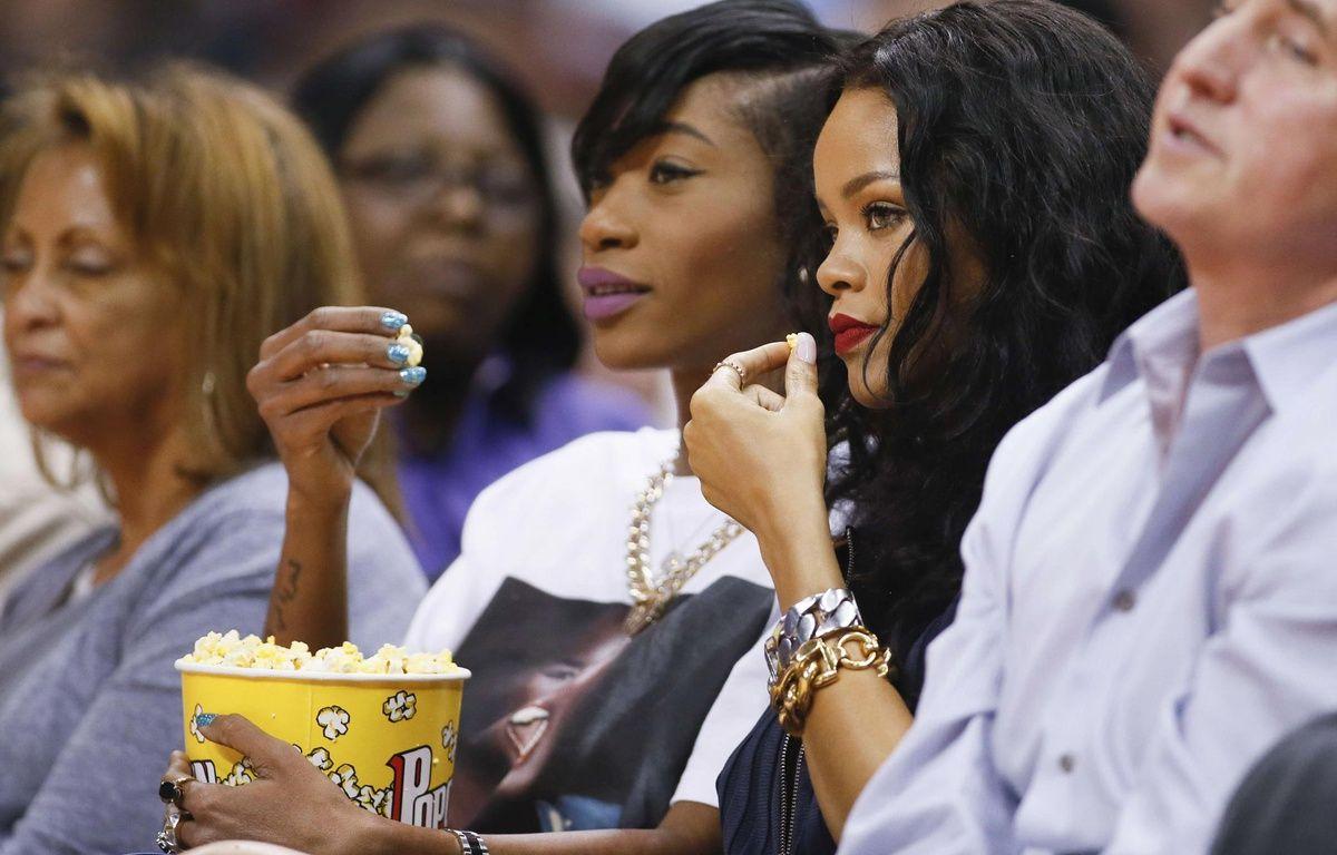 Rihanna déguste du pop-corn, en avril 2014, à Los Angeles. – Danny Moloshok/AP/SIPA