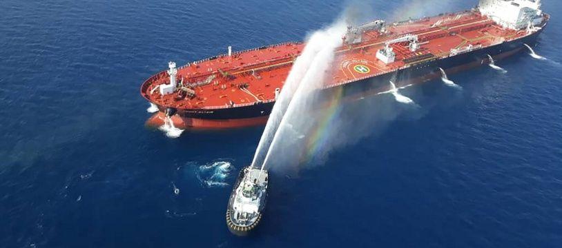 Le pétrolier norvégien Front Altair après une attaque dans le golf d'Oman, le 13 juin 2019.