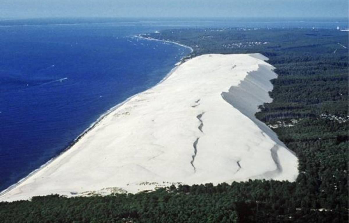 La dune du Pilat est le site naturel le plus célèbre et le plus couru de la région. –  T.; JACQUES / SIPA