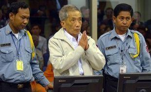 Douch, chef de la prison de Phnom Penh sous le régime cambodgien des Khmers rouges, où quelque 15.000 personnes ont été torturées avant d'être exécutées, a été condamné vendredi en appel à la perpétuité dans le premier verdict définitif du tribunal parrainé par l'ONU.