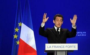 """A deux semaines du premier tour, Nicolas Sarkozy a dénoncé samedi dans le Var les risques d'un vote pour le Front national qui profiterait à son rival François Hollande et à la gauche, dont il a violemment dénoncé les """"leçons de morale"""" sur l'immigration."""