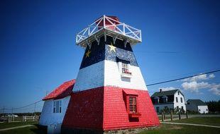 Les Acadiens affichent volontiers leur identité. Leur drapeau aux trois couleurs françaises porte l'étoile de la Vierge Marie.