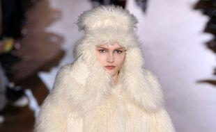 Fausse fourrure au défilé Stella McCartney  automne-hiver 2015-2016.