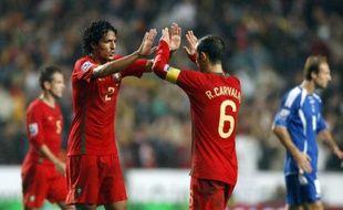 Les défenseurs portugais Ricardo Carvalho et Bruno Alves, le 14 novembre 2009 à Lisbonne lors de Portugal - Bosnie.