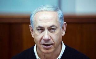 Le Premier ministre israélien Benjamin Netanyahu a promis de continuer à construire dans les colonies malgré les critiques des États-Unis qui supervisent les processus de paix.