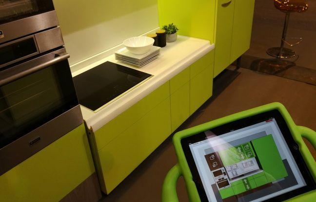 Cette cuisine créée en Alsace permet de moduler son plan de travail ou ses placards.