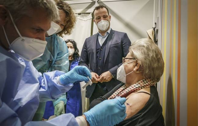 648x415 ministre allemand sante jens spahn assistant vaccination