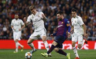 Messi face à Kroos lors du dernier Clasico le 27 février 2019.