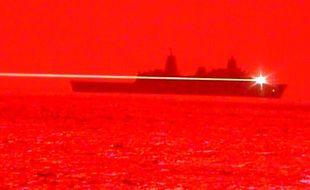 L'armée américaine détruit un avion en plein vol avec un laser