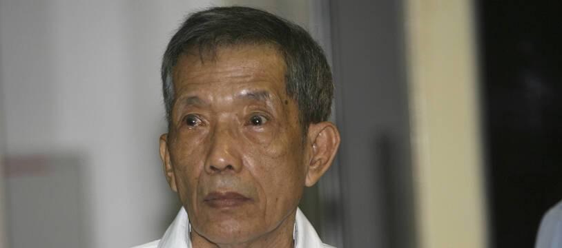 Douch à Phnom Penh le 30 mars 2009 lors de l'ouverture de son procès pour ses crimes commis durant le régime des khmers rouges.