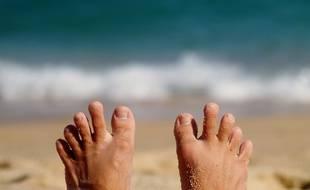 Illustration de pieds sur une plage