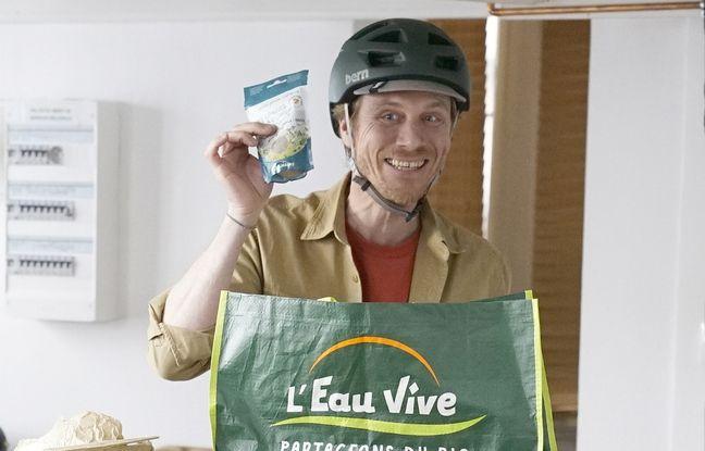 Bonjour, c'est moi le cliché vivant du bobo parisien vegan avec mes graines, mon sac bio et mon vélo