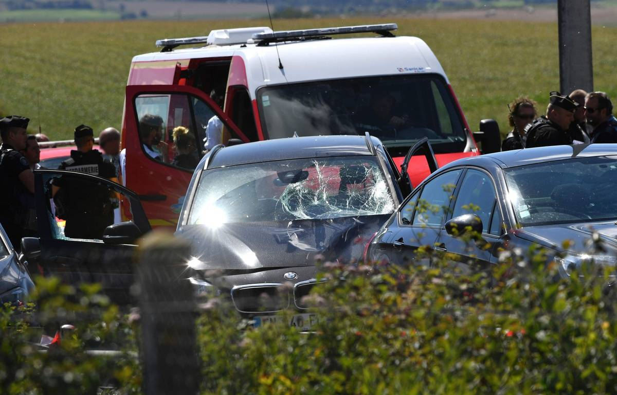 La BMW ayant servi à l'attaque contre des militaires à Levallois-Perret a été interceptée par la BRI sur l'A16. Un homme a été interpellé.  – PHILIPPE HUGUEN / AFP