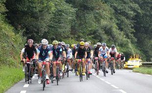 Les cyclistes amateurs de la Haute-Route lors d'une étape de l'édition 2015.