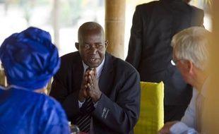 Le défenseur des droits de l'Homme, le burundais Pierre-Claver Mbonimpa (C), le 6 juin 2012 à Bujumbura
