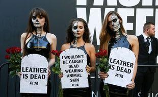 Des militantes de PETA à la fashion week de Londres en septembre 2017