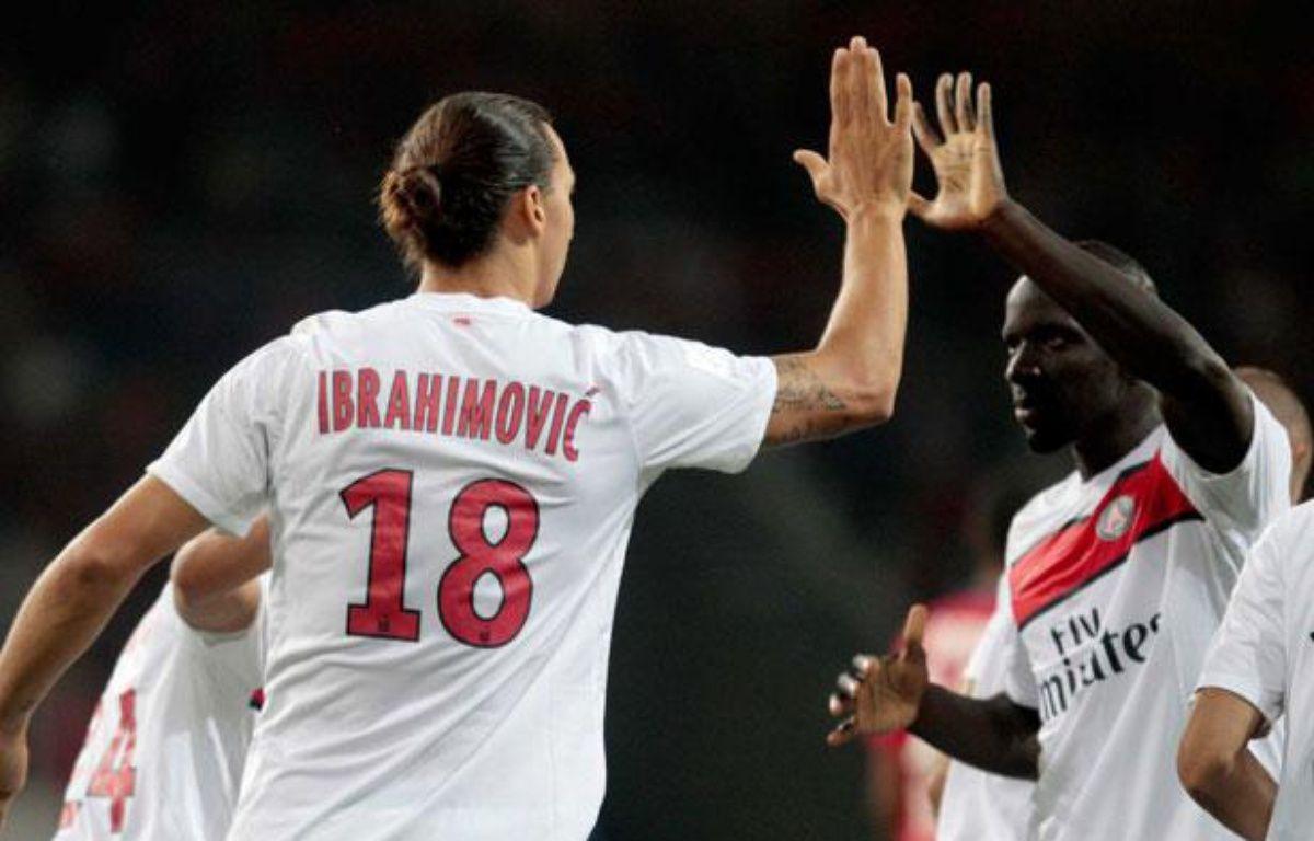 Zlatan Ibrahimovic et Mamadou Sakho pendant Lille-PSG, à Villeneuve d'ascq, le 2 septembre 2012. – BAZIZ CHIBANE/SIPA