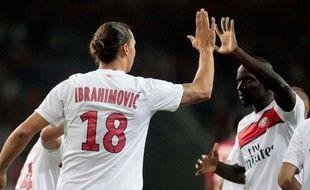Zlatan Ibrahimovic et Mamadou Sakho pendant Lille-PSG, à Villeneuve d'ascq, le 2 septembre 2012.