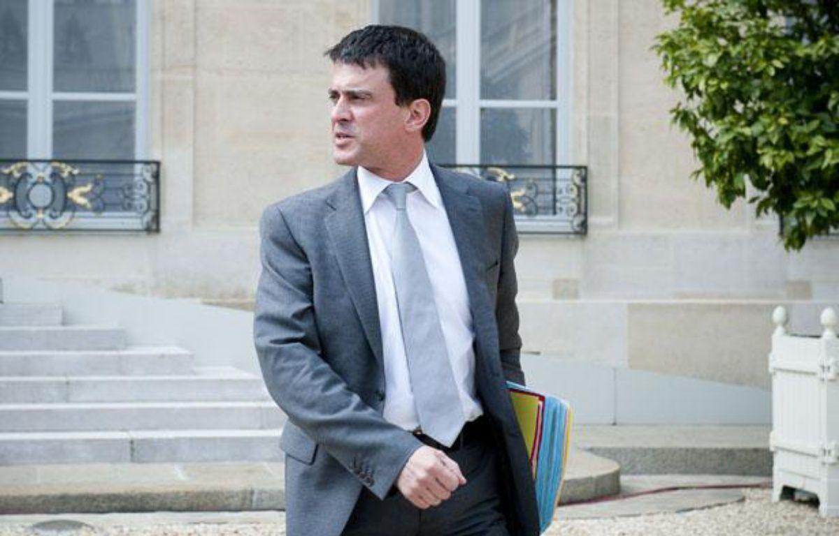 Manuel Valls à la sortie du conseil des ministres, le 23 mai 2012. – V. WARTNER / 20 MINUTES
