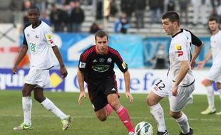Charly Charrier, balle au pied, en janvier 2006, face à l'OM de Benoît Cheyrou.
