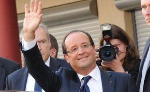 Le président français François Hollande entame la semaine avec deux fers aux pieds: le désenchantement des Français à son égard est plus fort que jamais et la cohérence de son gouvernement rose-vert est mise en question par le rejet des écologistes du traité budgétaire.