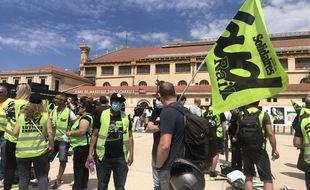 Des centaines de cheminots ont manifesté ce jeudi devant la gare Saint-Charles contre la privatisation des TER