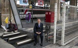 Des voyageurs attendent leur train à la Gare du Nord, à Paris, le 18 juin 2014