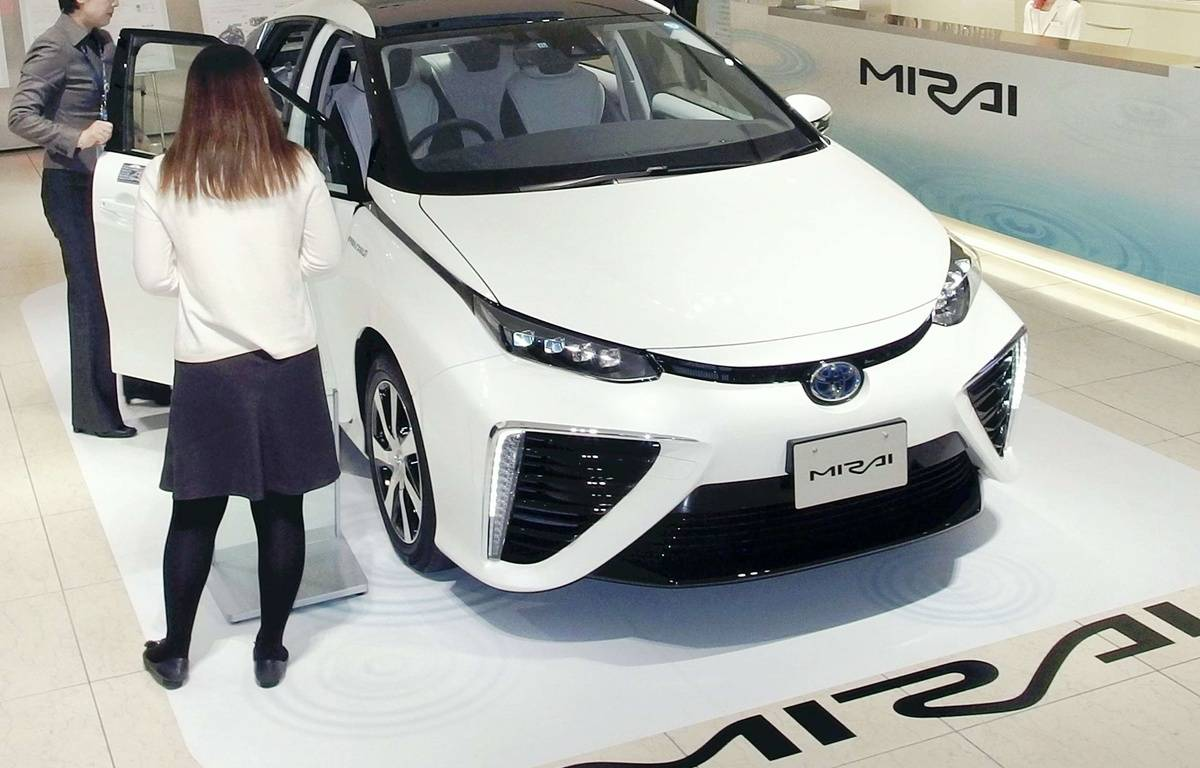 Toyota se lance dans la commercialisation de la voiture à hydrogène avec une berline à pile à combustible baptisée Mirai. – Naoki Ogawa/AP/SIPA