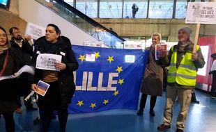 Les usagers du Thalys manifestaient en gare de Lille-Europe.