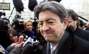 Une coalition d'opposants au traité de Lisbonne, du Sinn Fein irlandais en passant par le socialiste français Jean-Luc Mélenchon ou le Néerlandais Harry Van Bommel, ont appelé jeudi les leaders européens à abandonner le traité censé rendre l'UE plus efficace.