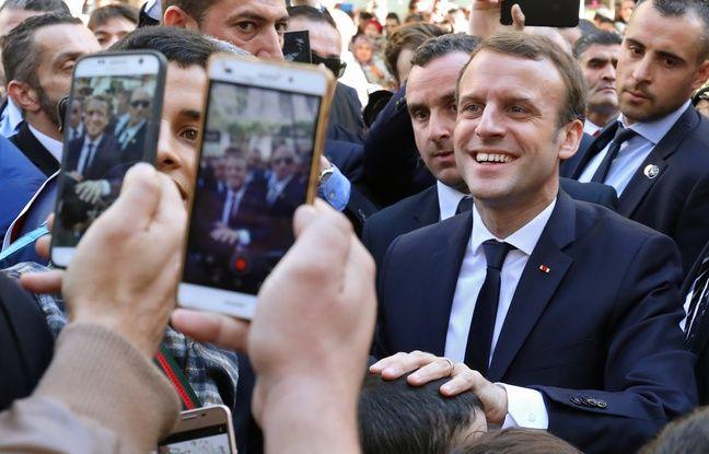 nouvel ordre mondial | Selfies, youyous, «visas!»… La balade piétonne très cadrée de Macron dans les rues d'Alger