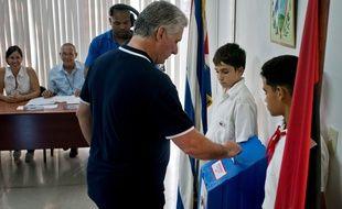 Le président cubain Miguel Diaz-Canel lors de son vote sur le référendum pour la nouvelle Constitution cubaine, à la Havane, le 24 février 2019.