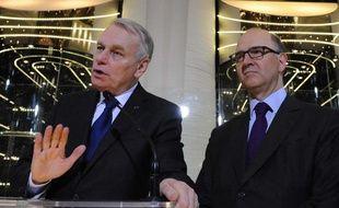 Jean-Marc Ayrault, Premier ministre, en compagnie de Pierre Moscovici, ministre de l'Economie.