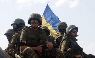 Des soldats ukrainiens près de Donetsk, le 6 août 2014.