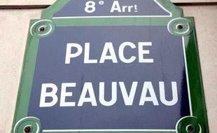 Illustration: Plaque de la place Beauvau, dans le 8e arrondissement de Paris.