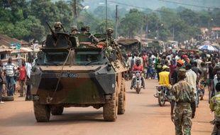 """Les forces internationales ont mené samedi matin à Bangui une vaste opération de désarmement des anti-balaka, des miliciens majoritairement chrétiens accusés de crimes atroces contre la minorité musulmane et auxquels la présidente intérimaire a déclaré """"la guerre""""."""