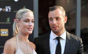 L'athlète paralympique sud-africain Oscar Pistorius, super-star mondiale pour avoir participé aux JO de Londres avec les valides, est arrivé vendredi au tribunal d'instance de Pretoria où il doit comparaître pour le meurtre de sa petite amie.