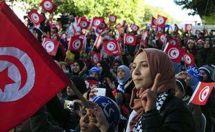 Des Tunisiens célèbrent le 5e anniversaire du Printemps arabe et la chute de Ben Ali, en 2016.