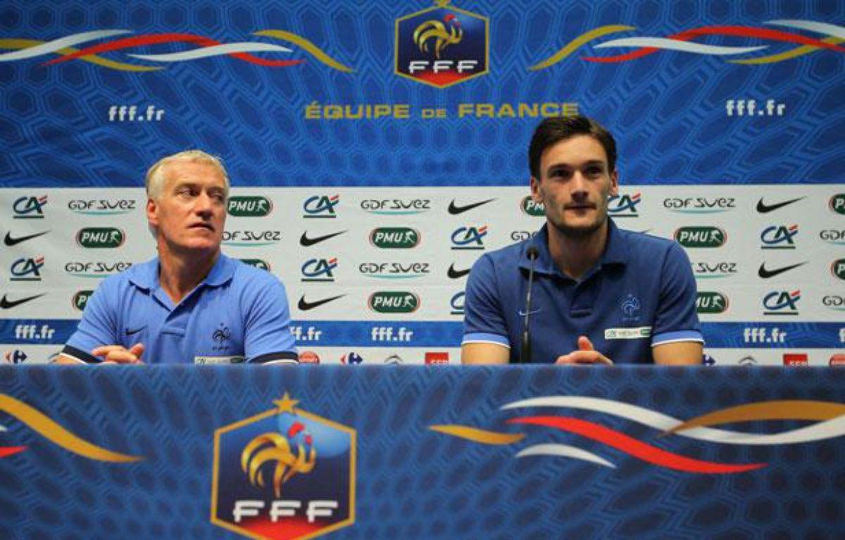 Didier Deschamps et Hugo Lloris lors de conférence de presse d'avant-match entre la France et l'Uruguay, le 14 août 2012 au Havre. – D.Vincent/SIPA