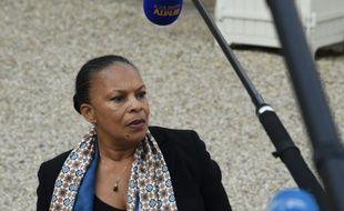 La ministre de la justice Christiane Taubira dans la cour de l'Elysée à l'issue du conseil des ministres le 21 octobre 2015 à Paris