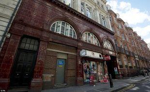 Une station du métro londonien est disponible à la location. Down Street station, qui avait servi de bunker a Churchill, avait fermé en 1932.