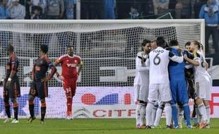 Marseille, privé de nombreux titulaires, s'est incliné jeudi sur sa pelouse face à Fenerbahçe (0-1) et est éliminé de la compétition, lors de la 5e journée d'Europa League, au terme d'une rencontre marquée par des incidents en tribunes.