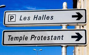 Illustration d'un panneau indiquant un temple protestant.