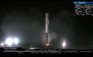 Le premier étage d'une fusée Falcon 9 de SpaceX a réussi son atterrissage, le 21 décembre 2015.