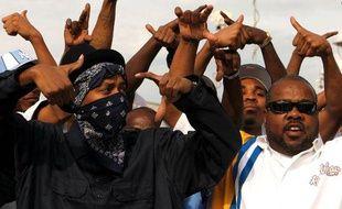 Des membres du gang Crips lors des funérailles de leur fondateur Stanley Tookie Williams, le 20 décembre 2005 à Los Angeles
