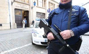 Illustration d'un policier belge, photographié le 29 décembre 2015 à Bruxelles