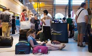 D'importants retards affectaient vendredi soir les liaisons Paris-Lille et Paris-Londres dans les deux sens en raison du blocage pendant plusieurs heures de deux trains, un TGV et un Eurostar, dans l'Oise, dû à un problème électrique lié aux orages, a indiqué la SNCF.