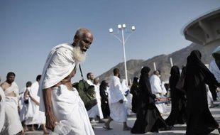 Des pèlerins musulmans convergent pour le rituel de la lapidation le 4 octobre 2014, au premier jour de l'Aïd al-Adha, à Mina, près de La Mecque, en Arabie saoudite
